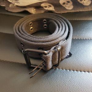Canvas grommet belt
